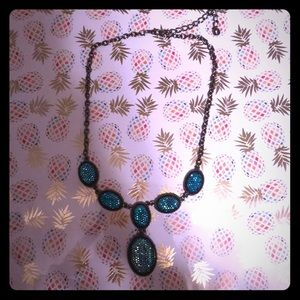 Jewelry - Blue sparkly drop necklace